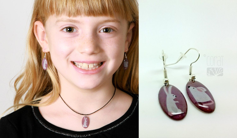 bijoux marque corai pour enfants boucles oreilles collier lapin souris blanc mauve1