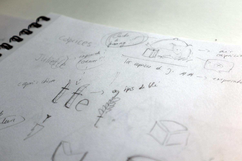 croquis recherches graphiques pour logo fromage de chevre